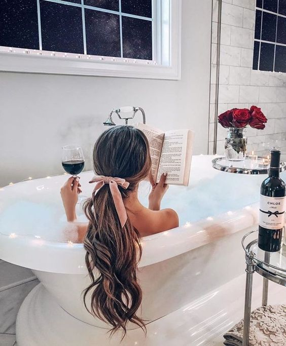 sposa nella vasca da bagno