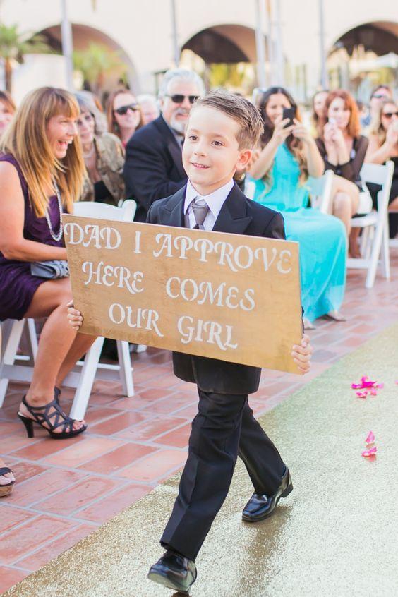 bambino al matrimonio dei genitori